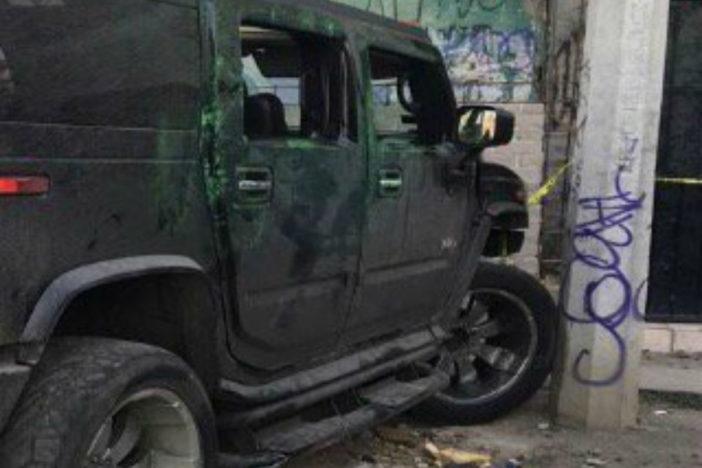 Hallan el cadáver de un hombre dentro de una Hummer, en Iztapalapa