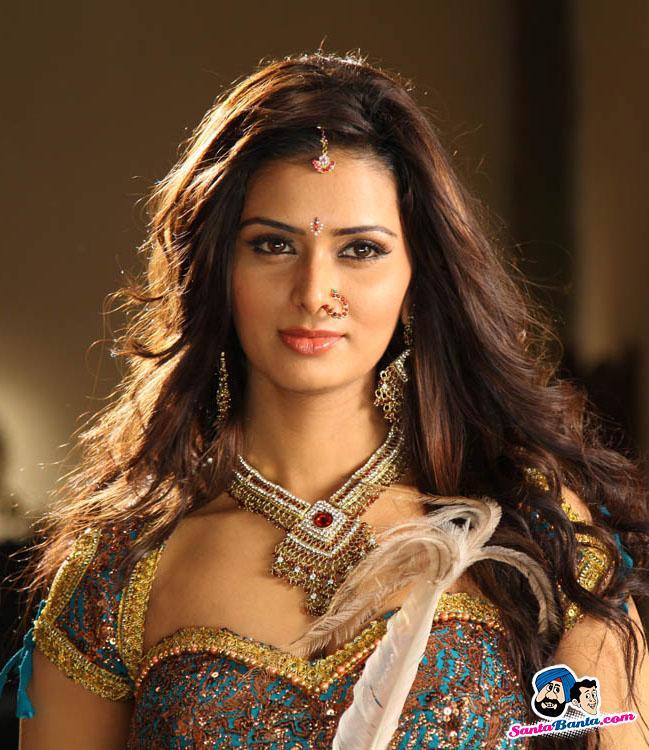 Cine Box: Meenakshi Dixit Is Vadivelu's Heroine?
