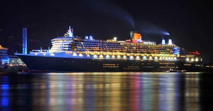 RMS Queen Mary 2 oldukça büyüktür, uzaktan son derece heybetli görünür.