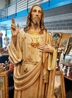 sagrado corazon escultura en el desembalaje de arriondas