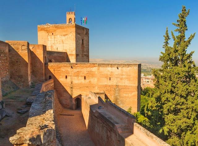Resultado de imagen de TORRE DE LAS ARMAS de la alhambra