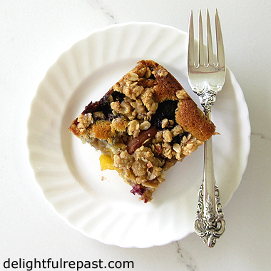 Peach-Berry Crumble Cake - a cake and a fruit crumble all in one / www.delightfulrepast.com