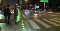 شاهد  بالفيديو اول اشارة ضوئية ذكية  للراجلين   في  دولة عربية