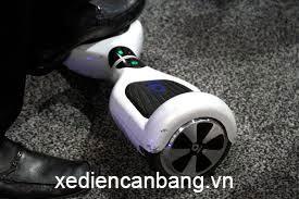Không thể giữ xe điện thăng bằng để bắt đầu di chuyển