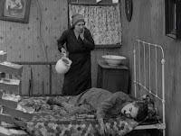 """Кадр из к/ф Чарли Чаплина """"На плечо"""" / Shoulder Arms (1918) - 12"""