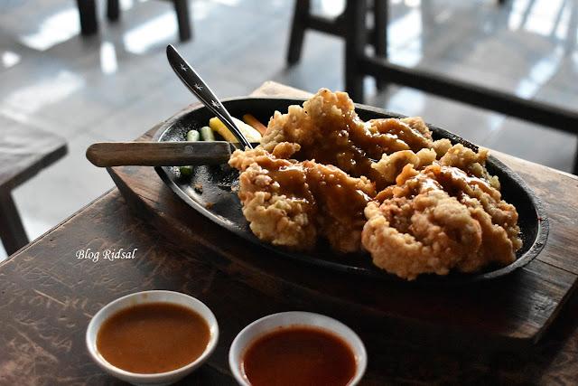 Raden'S Crispy Steak and Spicy Chicken: Bisa Nongkrong Sambil Nostalgia - Steak