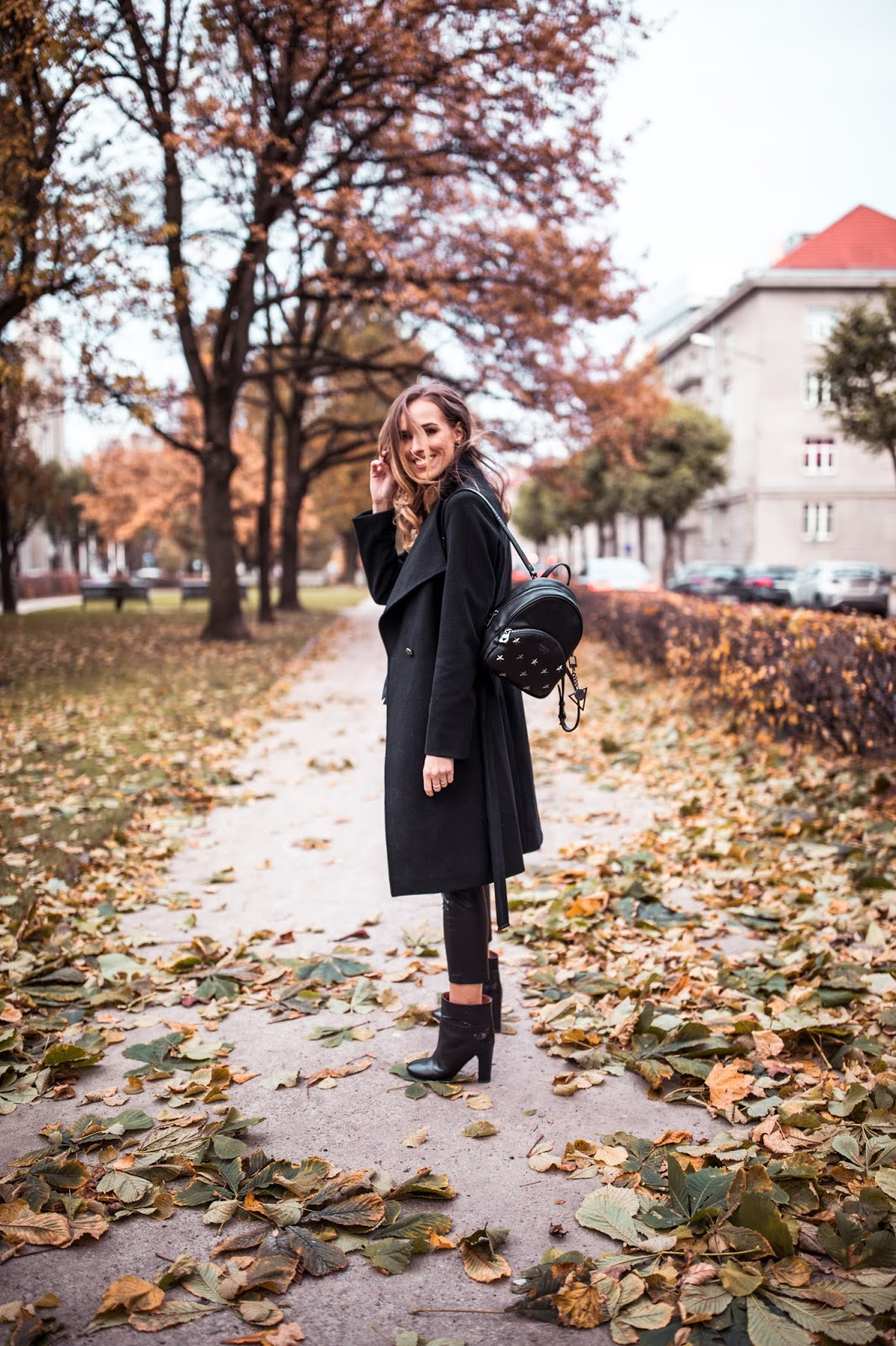 fall black outfit guess backpack ankle boots coat