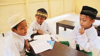 20+ Hadits Tentang Pendidikan Islam dalam Bahasa Arab dan Artinya