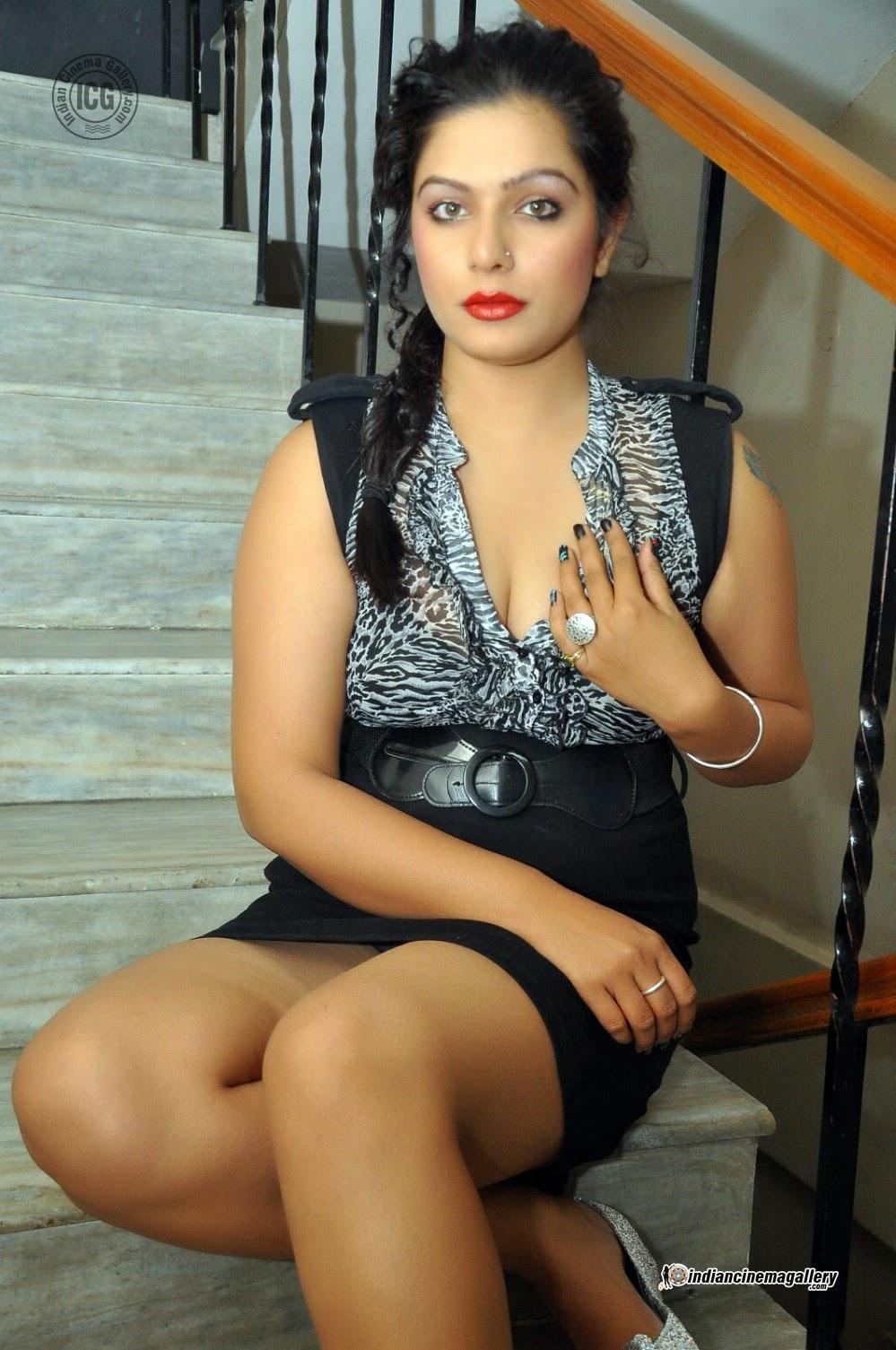 Indian Garam Masala Reva Hot Spicy Thighs Stills Photos -4551