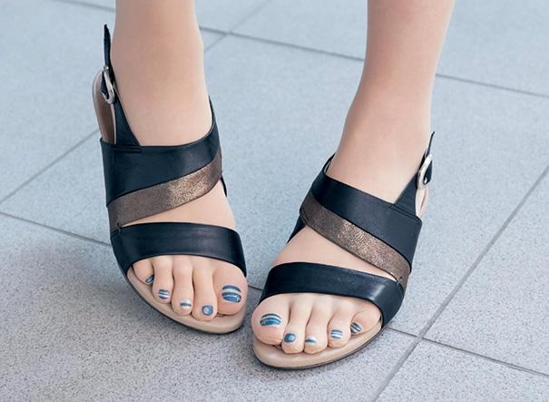 Medias con uñas pintadas incorporadas tendencia japonesa