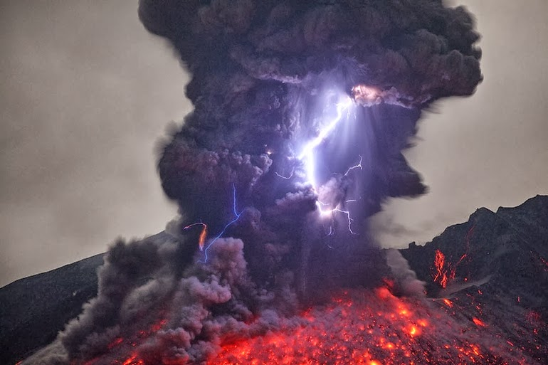 "Volcanic lightning aka ""dirty thunderstorms"" - 15 Things You Won't Believe Actually Exist In Nature"
