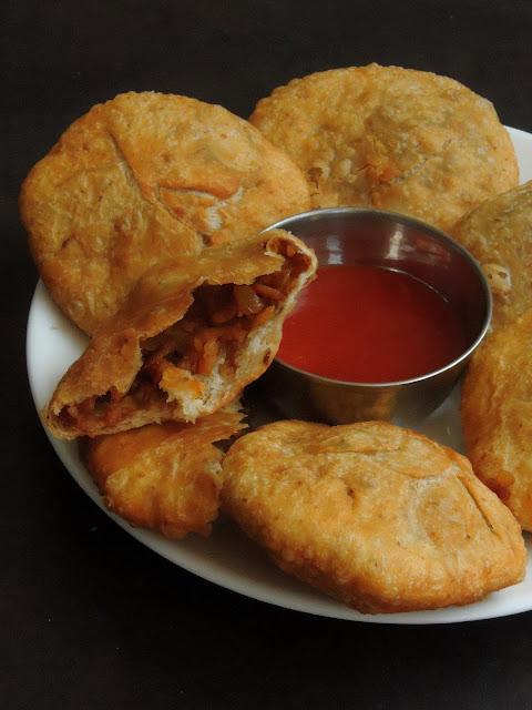 Pyaaz Poha Kachori