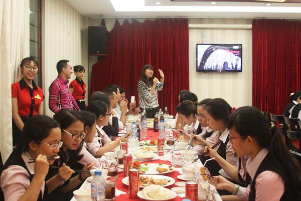 Kết quả hình ảnh cho TIEC TAI CONG TY
