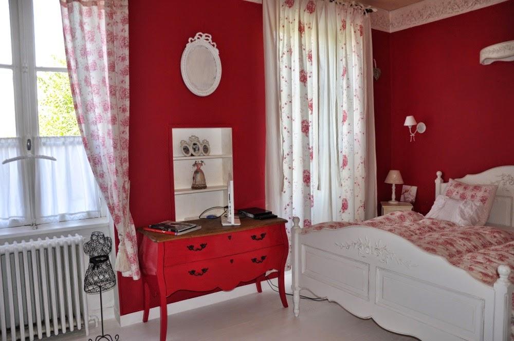 le bonheur en famille petit coup de jeune pour ma chambre. Black Bedroom Furniture Sets. Home Design Ideas