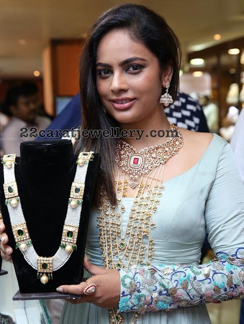 Nandita Swetha Showcasing Kundan Jewelry