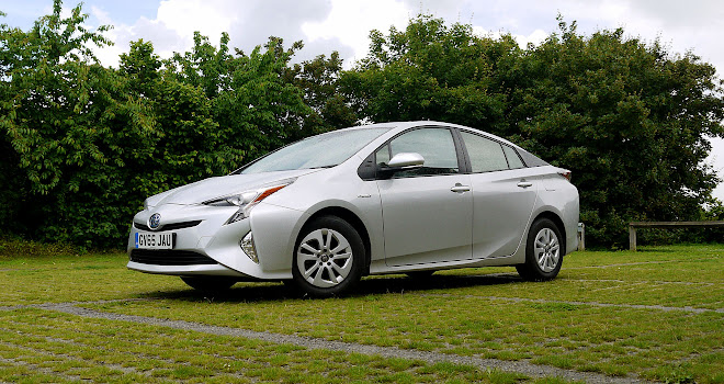 2016 Toyota Prius front view