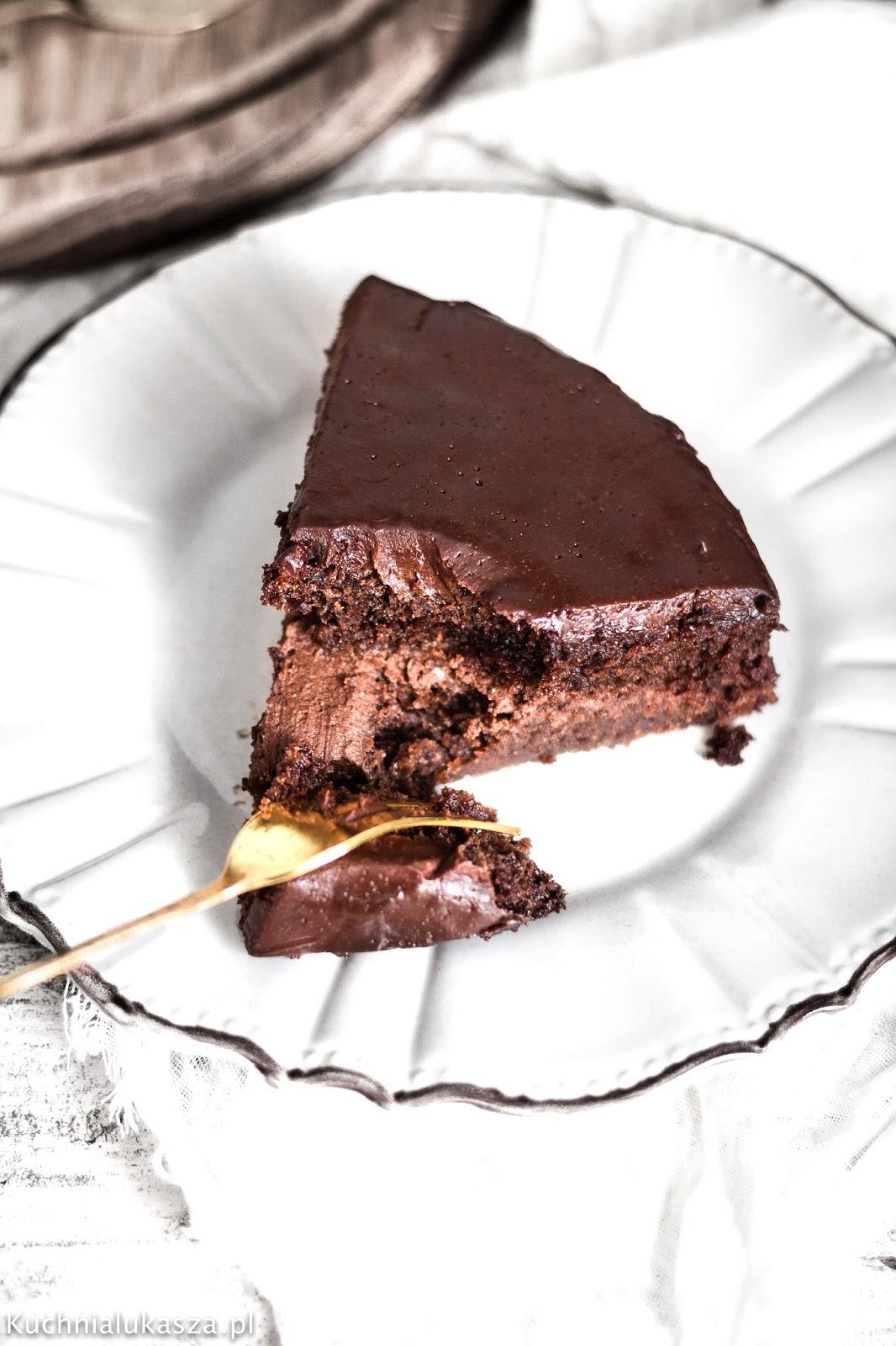 Wilgotne ciasto czekoladowe z kremem - przepis