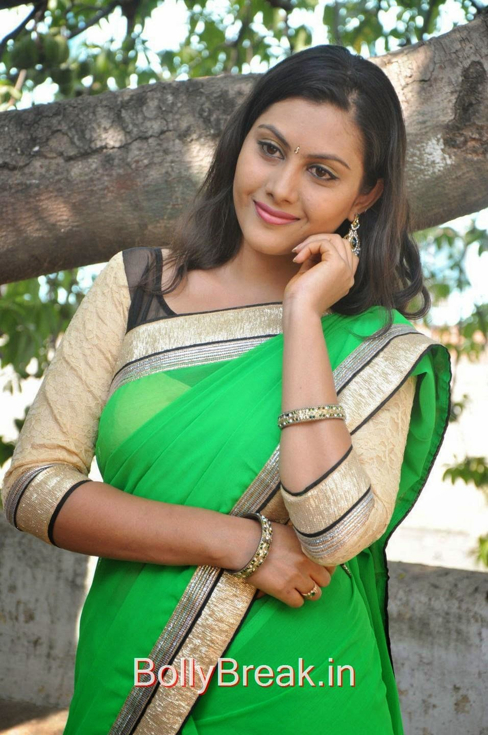 Priyanka Photos, Hot Pics Of Priyanka In Green Saree from SS Art Productions Production No 1 Movie