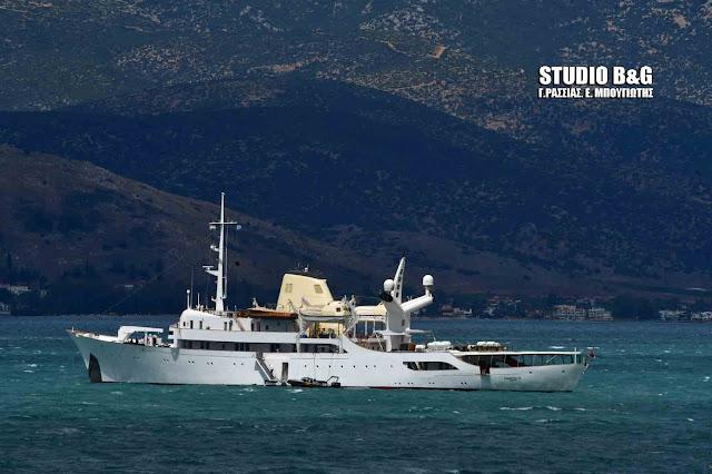 Η θαλαμηγός θρύλος «Χριστίνα» του Αριστοτέλη Ωνάση στο Ναύπλιο (βίντεο)