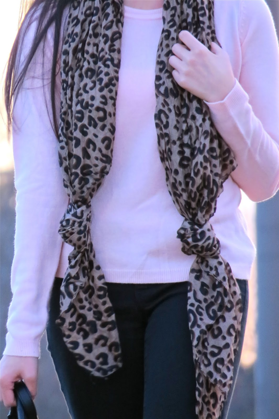 stying_a_leopard_scarf