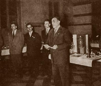 entrega de premios del II Campeonato Mundial Universitario de Ajedrez Lyon 1955