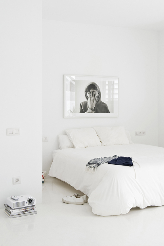 Soothing minimalist bedrooms for a simple life | Image by Roberto Ruiz