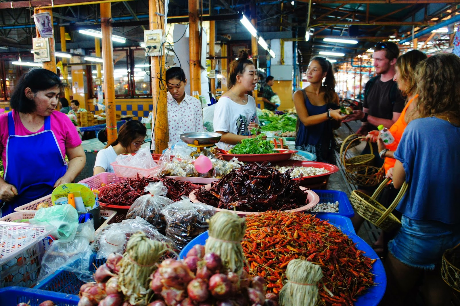Chiang Mai - Shopping for veggies and peppers