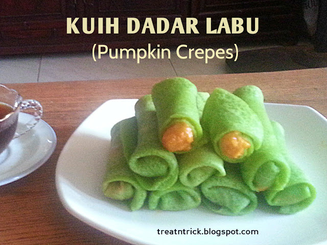 Kuih Dadar Labu/Pumpkin Crepes Recipe @ treatntrick.blogspot.com