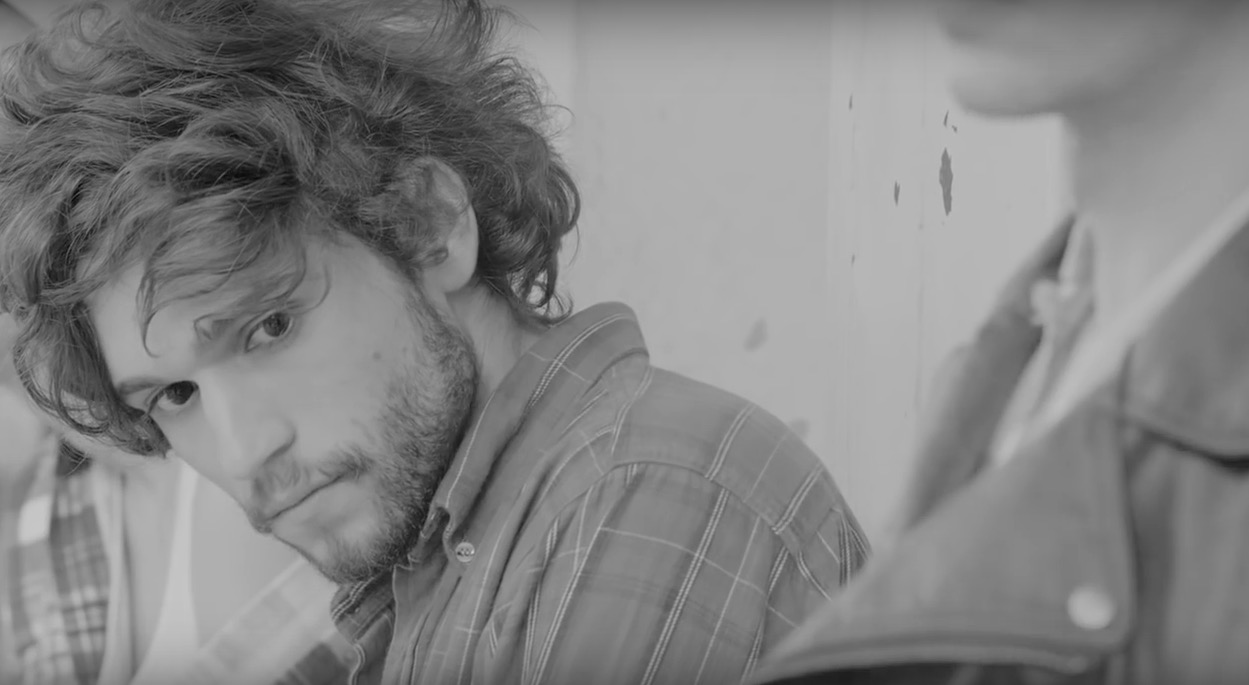 Thiago Pethit ja rohkean eroottinen musiikkivideo