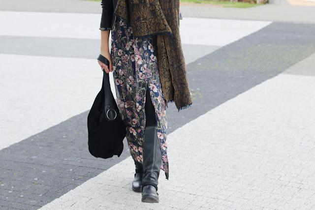 novamoda style, bomber, floral dress, floral maxi dress, trendy, jesienne must have, must have, maxi sukienka, kwiecisty print, styl oficerski, street style jesień, skórzana kurtka, jak nosić,