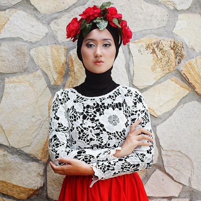 Desain Baju Muslim Wanita Brokat