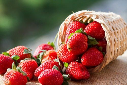 Comment préparer cet exfoliant des lèvre à base des fraises et du sucre?