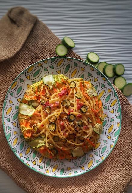 bucatini con zucchine, pecorino e pancetta.jpeg