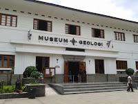 Beribur ke Museum Geologi Bandung
