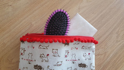 DIY Simple Zippered Pouch Tutorial