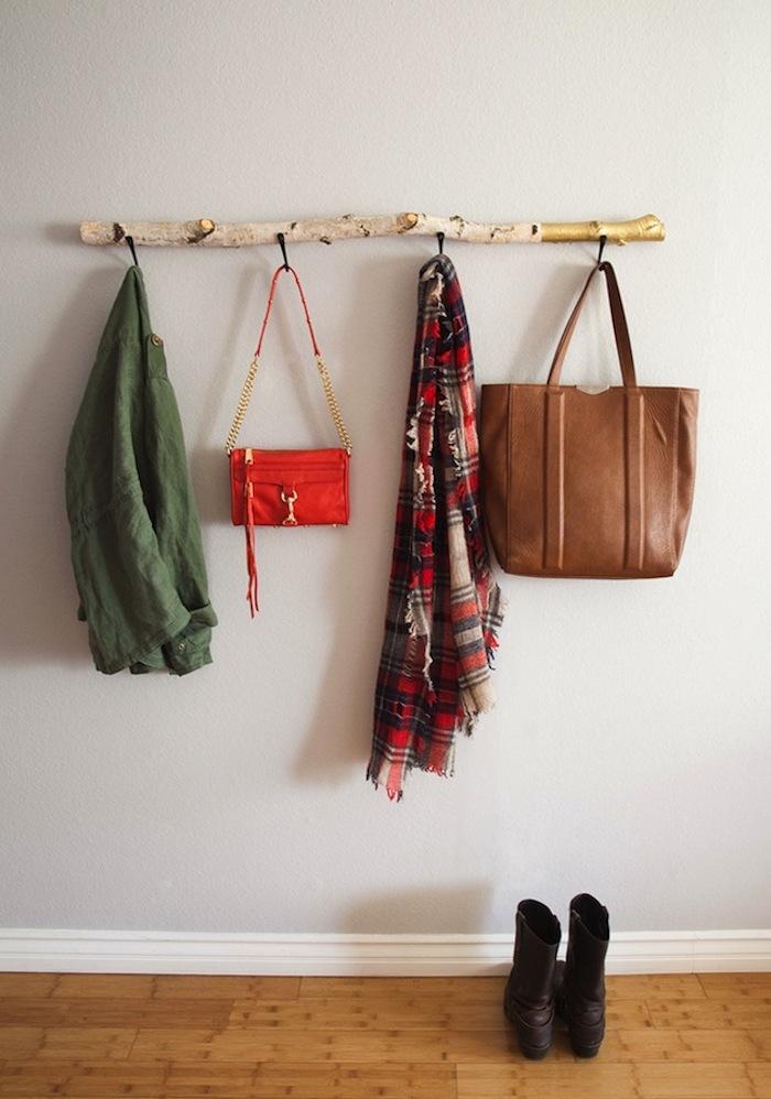 Organizador con palo de madera