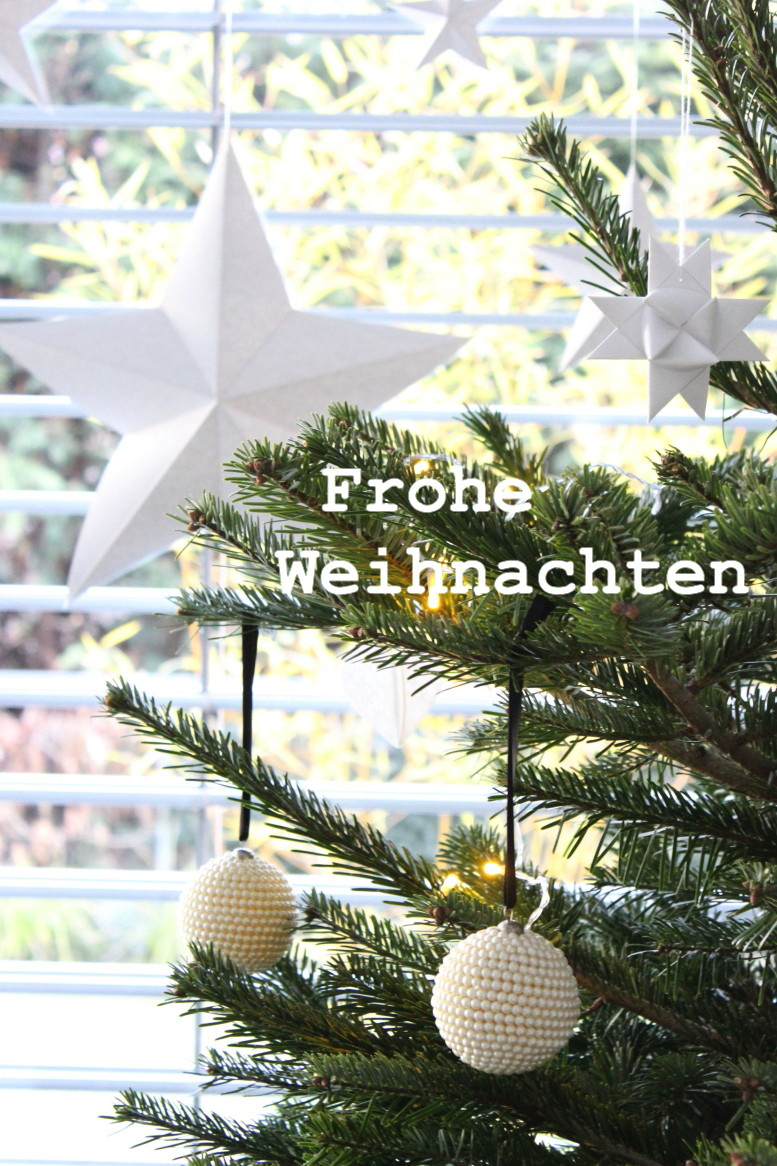 Weihnachten in Weiß und Gold, Perlenkugeln, nordic Style, scandinavian Style, whitelove christmas, Südtiroler Food- und Lifestyleblog kebo homing