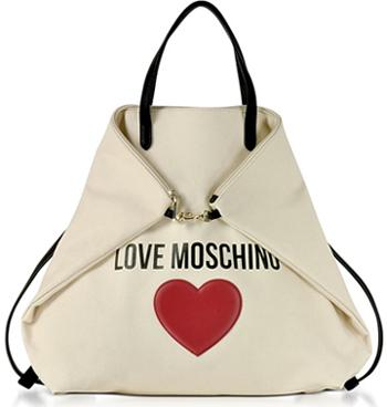Mesmo sem a presença física de Franco Moschino, a personalidade do  estilista foi impressa de forma tão permanente na história da moda e na  marca, ... 91c8488727