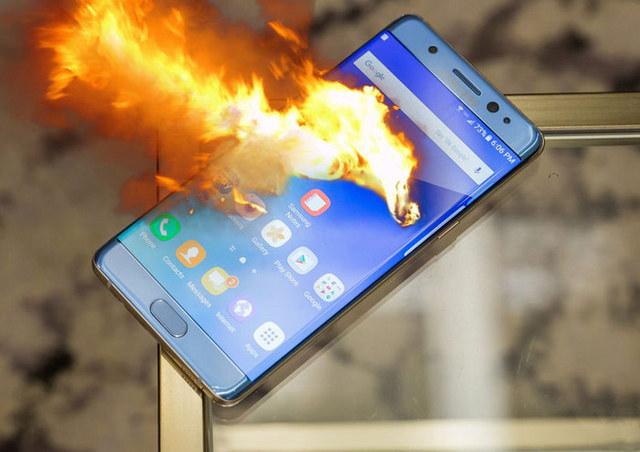 اسباب انفجار بطاريات الهواتف الذكية وكيف تحمي نفسك