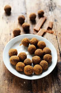 Truffes au chocolat praliné croustillant et au citron confit