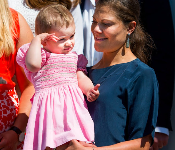 The dress worn by Princess Estelle is an old dress of her mother Crown Princess Victoria.