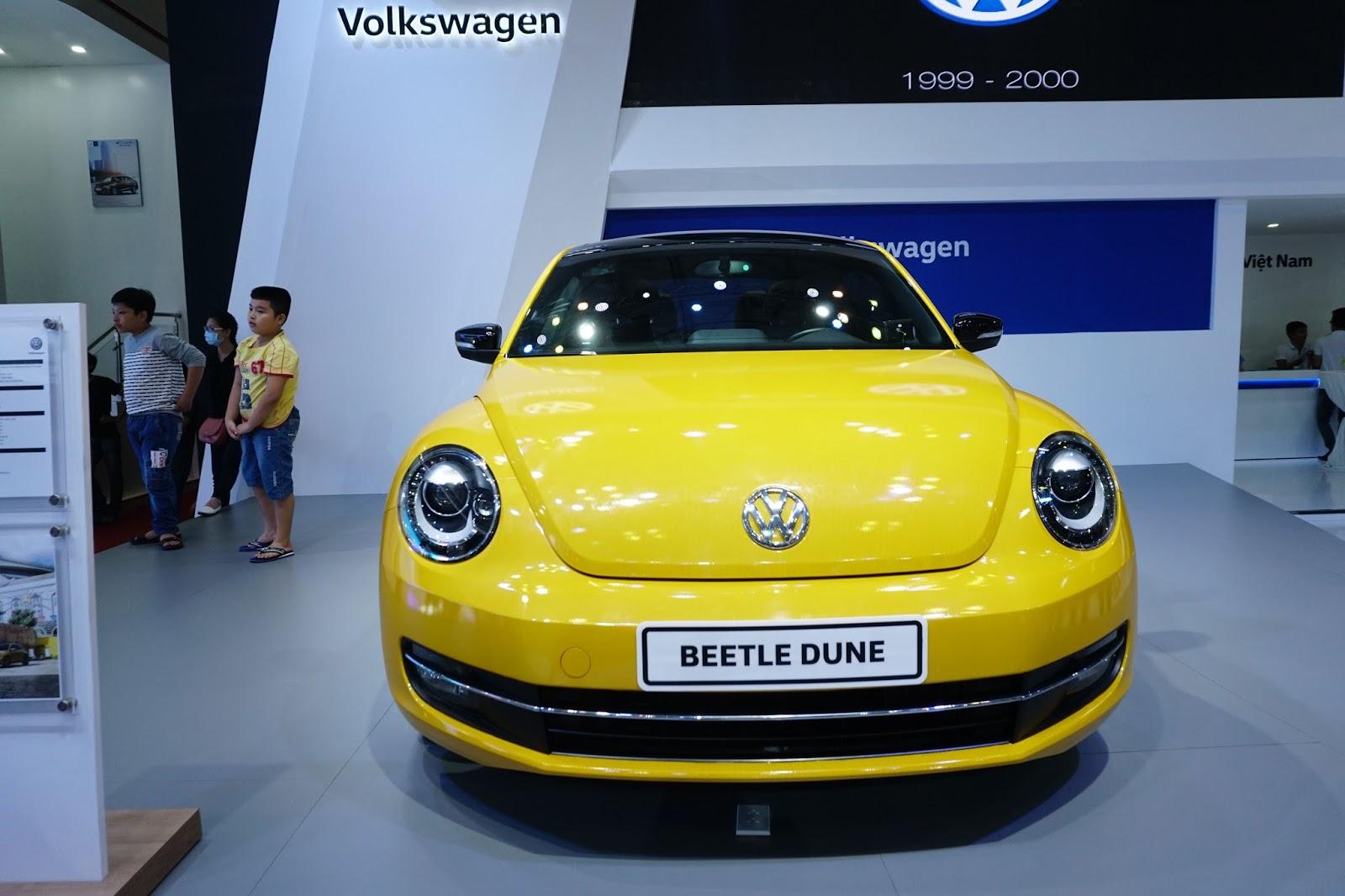 Đầu xe Beetle Dune 2016 trông như đang cười và màu vàng lấy nhiều thiện cảm
