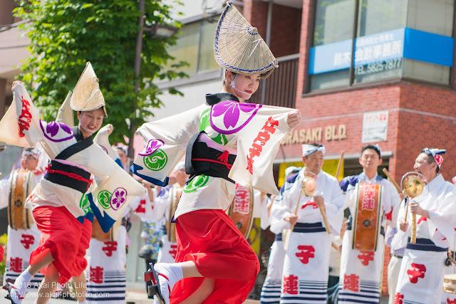 江戸っ子連、マロニエ祭り流し踊り中の演舞、女奴踊りの写真 その1