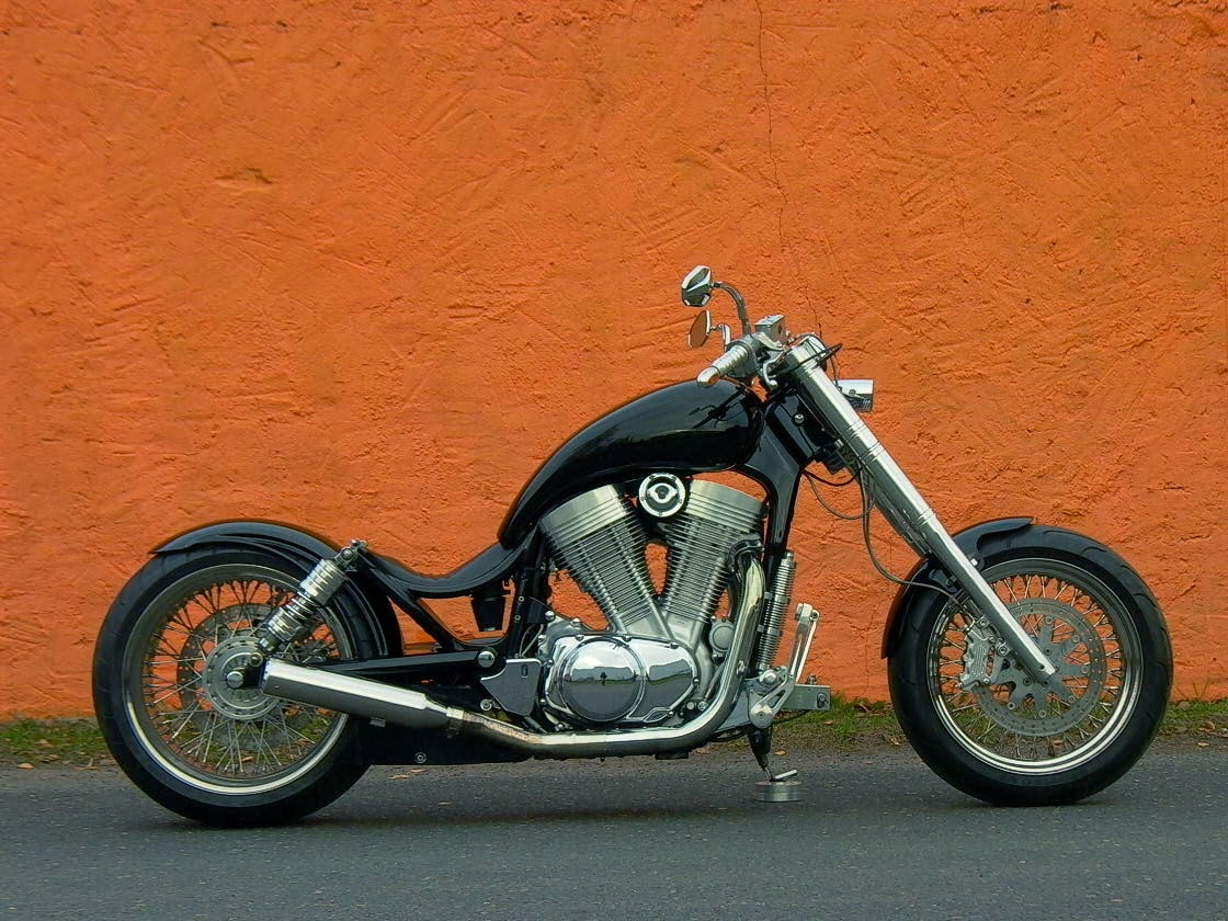 motobike cottbus ja so tief kann man sitzen dragstyle intruder 1400. Black Bedroom Furniture Sets. Home Design Ideas