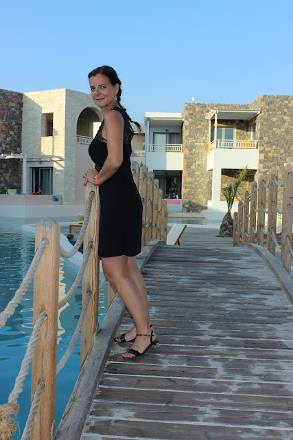 Robe Naf Naf dentelle, sandales Jonak, Créte, Vacances