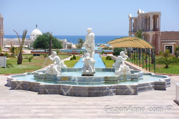 Kaya Artemis otelin bahçesi, Bafra Kıbrıs