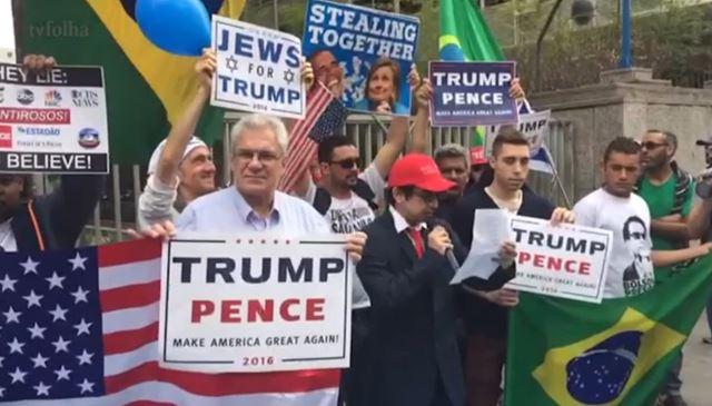Cerca de 30 pessoas portavam bandeiras do Brasil e dos EUA. Foto: FSP