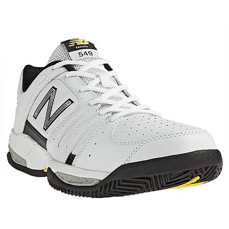8eb4649d8b6 Es un zapato deportivo que combina tecnologías para que estes jugando  durante horas sin sentir molestias.