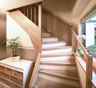Laminat auf Treppe - Materialkombination Kalkeiche Stufen / Setzstufen Laminat weiß