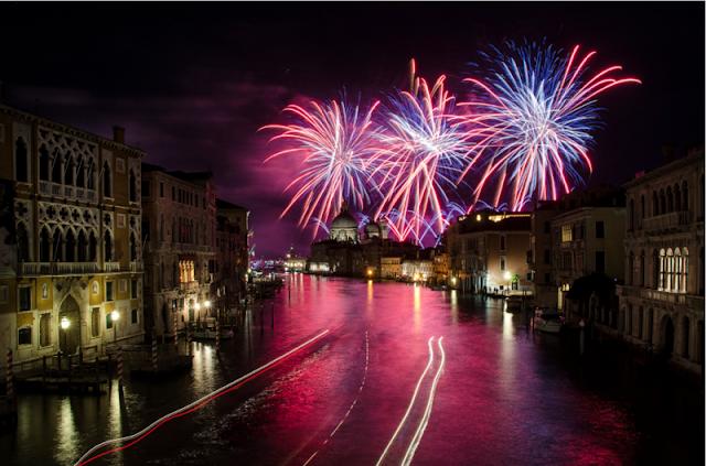 Fogos de artifício no Ano Novo em Veneza